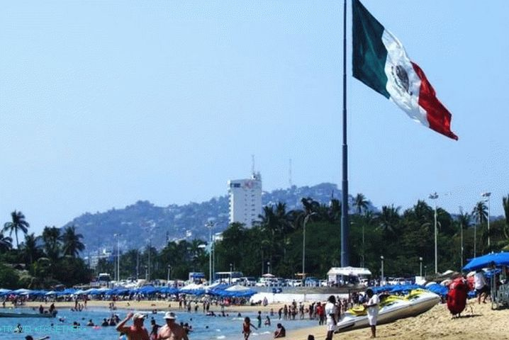 Mexico, Beach at Acapulco